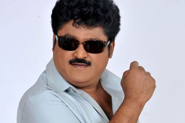 Jaggesh taunts Upendra on Twitter