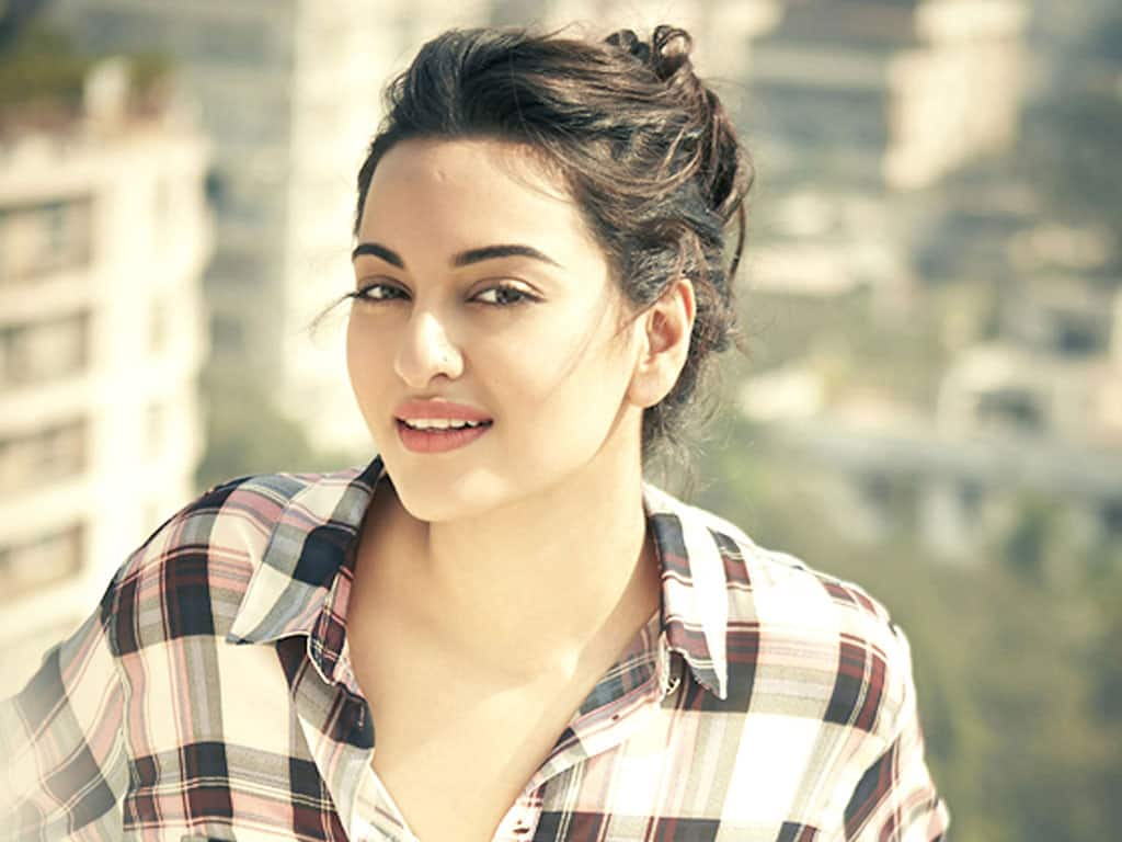 You Wont Believe How Much These Top 10 Bollywood Actresses Are Cha