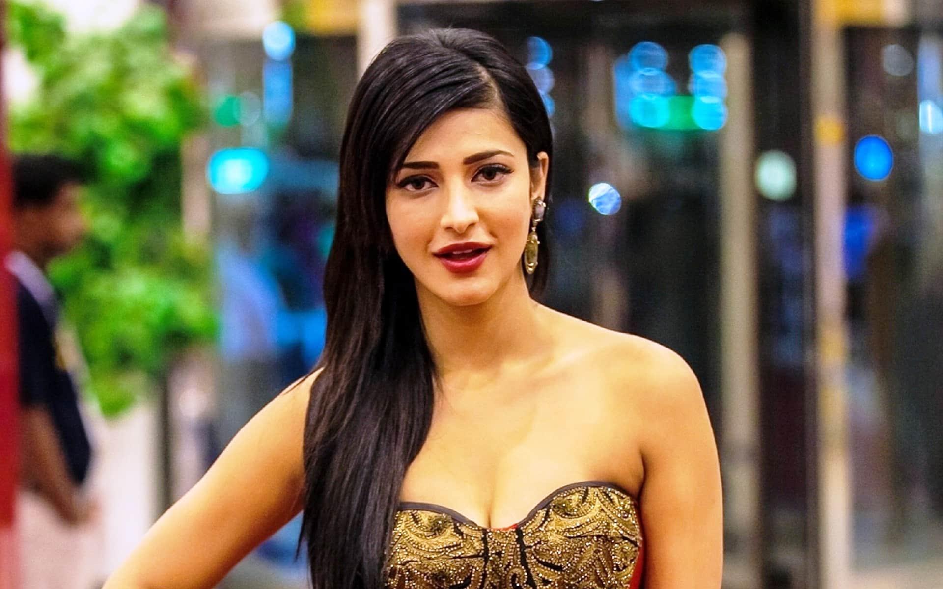 Shruti Haasan Talks About Her First Crush - Desimartini-3296