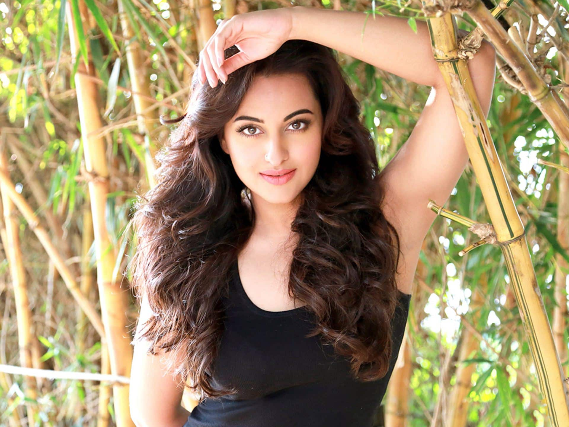 This Bollywood Actress To Be Paired Opposite Vijay?