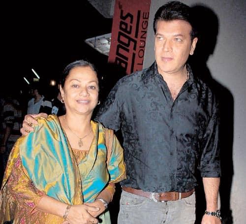 Zarina Wahab Leaves Home After Aditya Pancholi Linked To Kangana Hrithik Saga