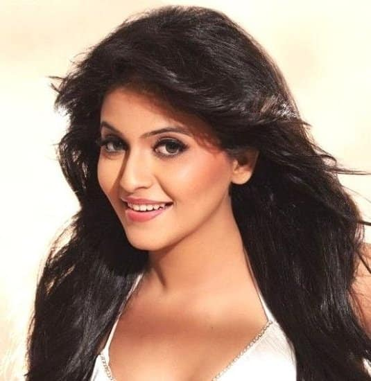 Anjali To Make Her Comeback To Mollywood With Debutant Vinu Joseph's Rosapoo