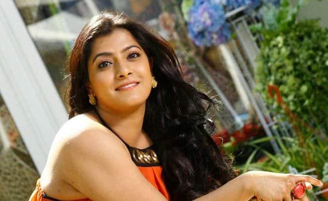 Varalaxmi Completes The Shoot Of A Song Of Her Upcoming Movie 'Neeya 2'