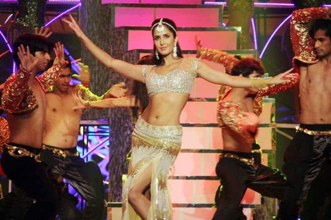 6 Bollywood Biggies Who Charge A Bomb To Perform At Award Shows