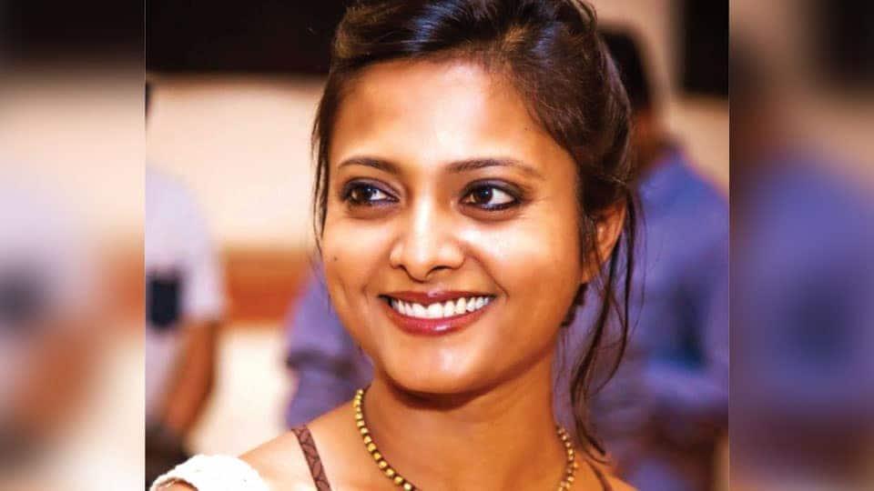 Nivedita Teams Up With Dhananjaya Popcorn Monkey Tiger