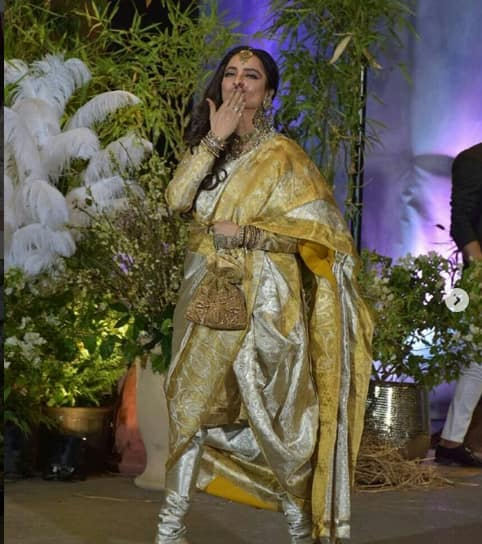 Rekha Finally Wears Something That Is Not A Kanjeevaram At Sonam's Reception And We Can't Take Our Eyes Off Her
