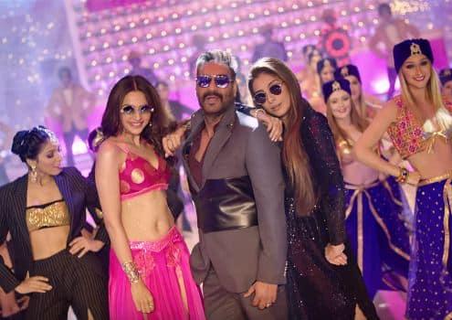 अजय देवगन स्टारर फिल्म 'दे दे प्यार दे' का गाना 'हौली हौली' देख कर आप अपना सिर पकड़ लोगे !