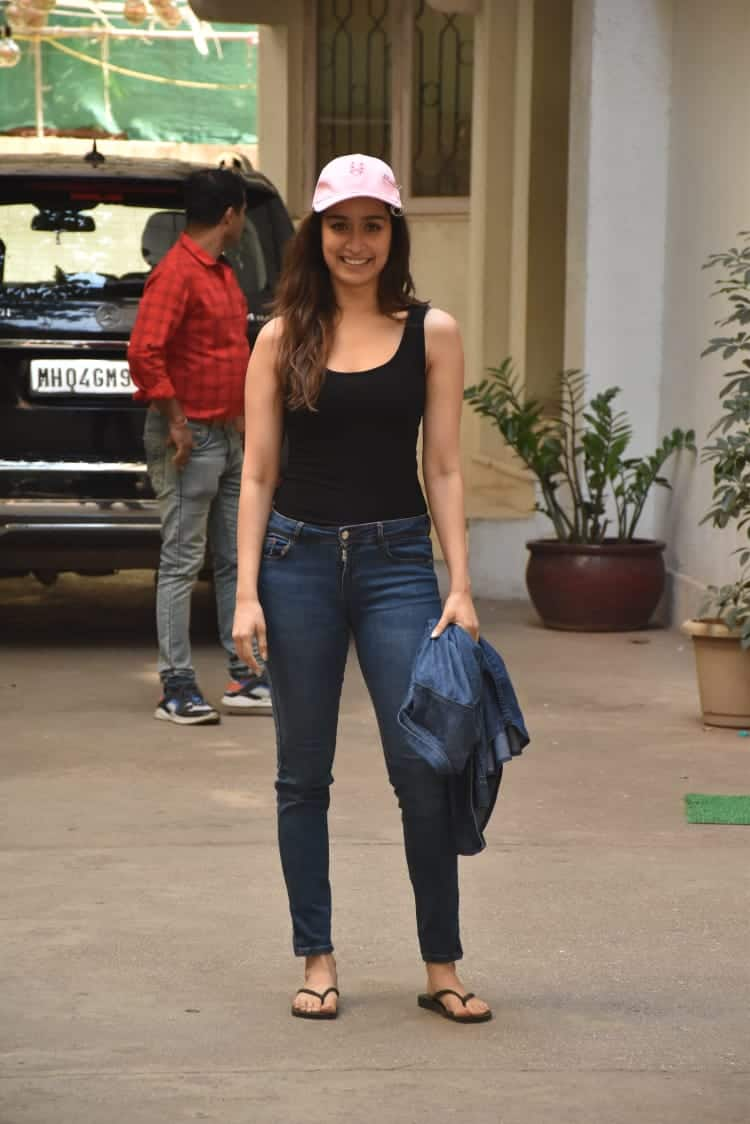 Here's How You Can Get Shraddha Kapoor's Casual Look For A Day Out In The City