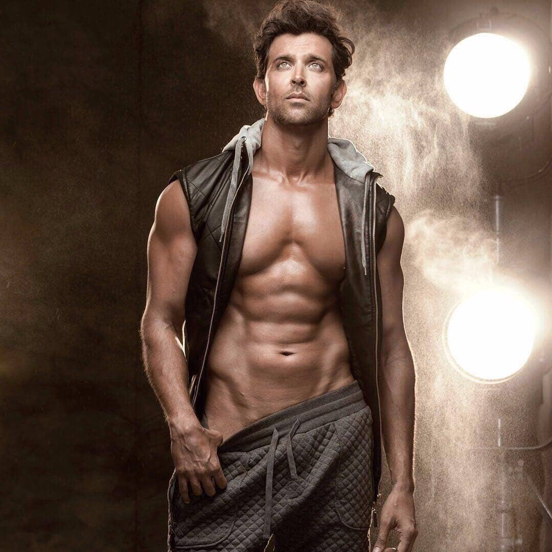 Hrithik Roshan Goes The Desi Way To Stay Fit In Varanasi While Shooting For Super 30