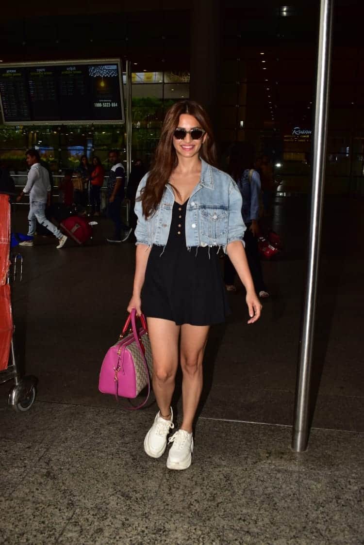 Here's How You Can Get Kriti Kharbanda's Cool And Casual Airport Look On A Budget