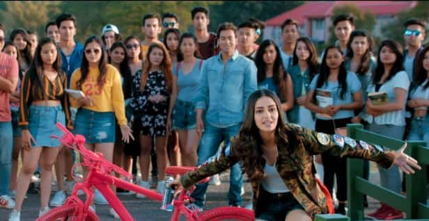 Student Of The Year 2 Trailer: Tara And Ananya Tries To Romance Tiger's Abs And Heropanti On Karan Johar's Set