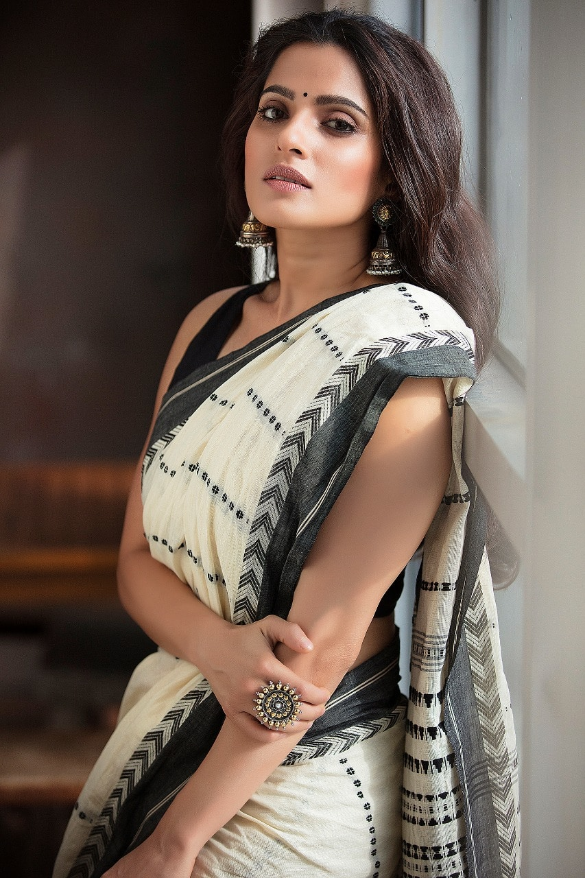 Munna Bhai MBBS Actress Priya Bapat Thinks With A Godfather, It Becomes Easy In The Industry