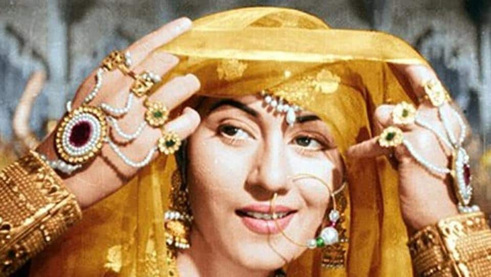 Here Is Why WeThink That Kareena Is Not The Right Choice To Play Madhubala In Her Biopic