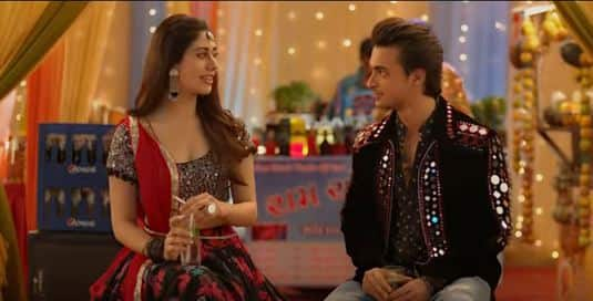 Loveratri Trailer Looks Like A Of Stale Romance With A Side Of Over Enthusiastic Garba