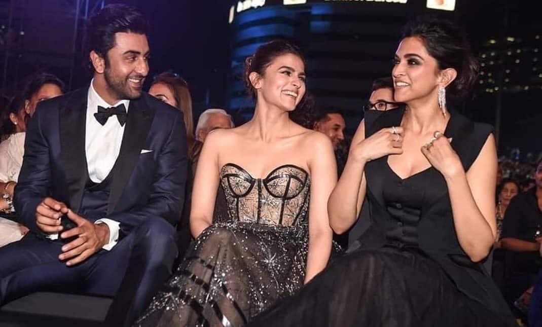 Alia Bhatt Is All Hearts As Deepika Meets Rishi And Neetu Kapoor In New York
