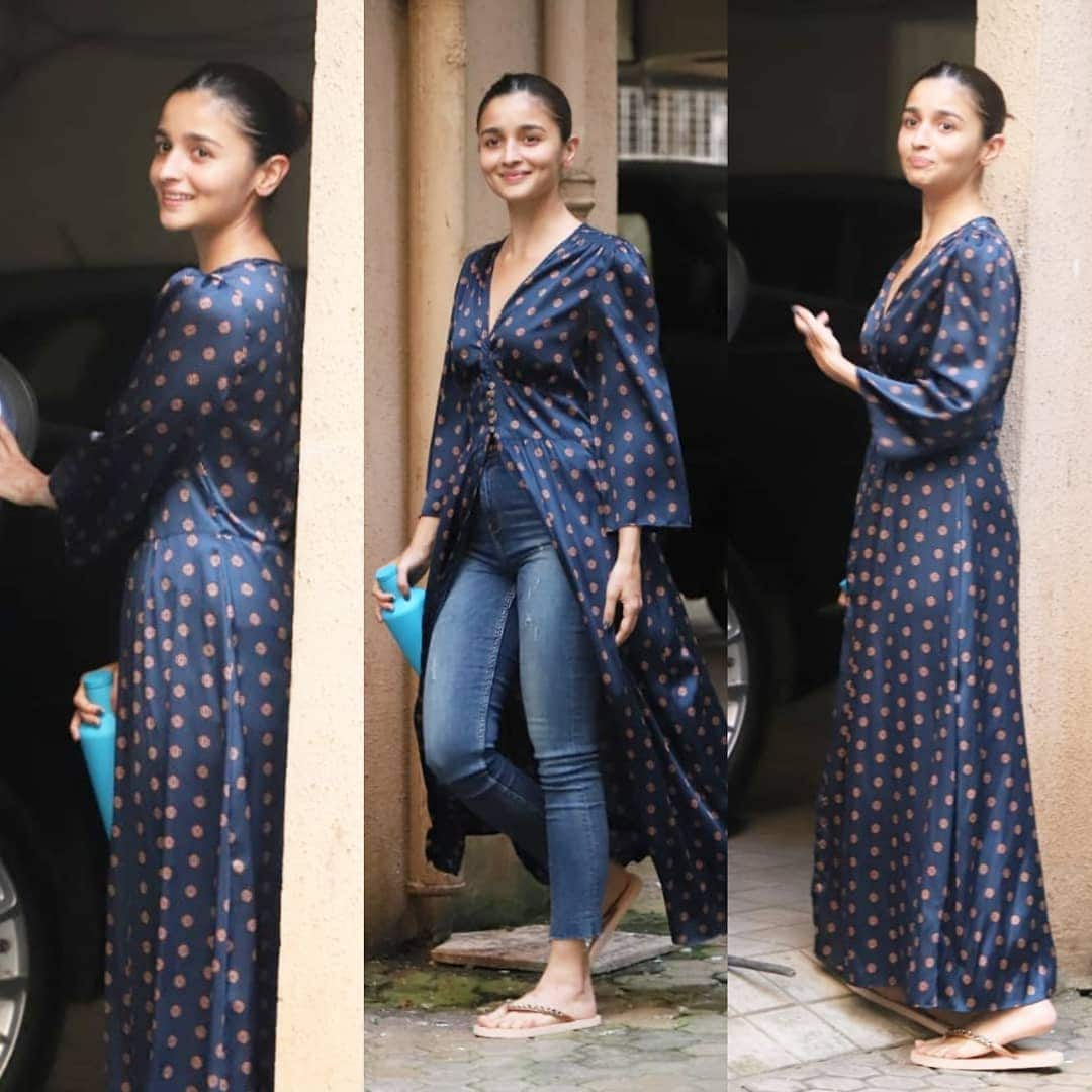 Alia Bhatt's Basic Jeans And Kurta Is Perfect For Days When Breezy Etnnic Is On Your Mind