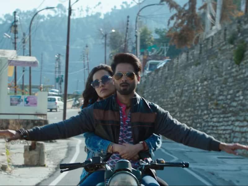 'बत्ती गुल मीटर चालू' रिव्यू : बिना करण की ये फिल्म आपको पकाएगी, बहुत पकाएगी !