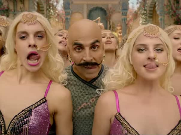Housefull 4 Song Bala: Akshay Kumar Goes Crazy, To The Extent Of Licking Tarantulas And Trying To Forcibly Kiss!
