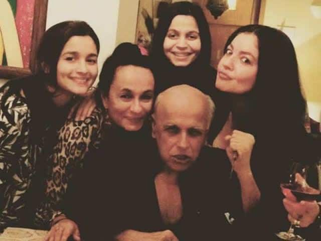 Rangoli Chandel Brings Up Mahesh Bhatt's Controversial Picture With Daughter Pooja Bhatt To Counter His Take On The CAB Controversy
