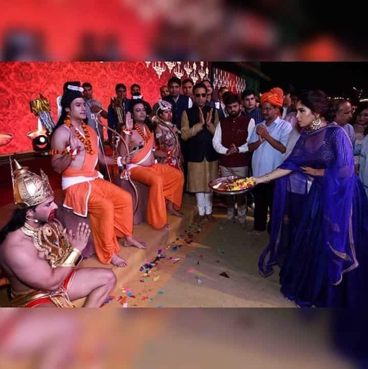 Bhumi Pednekar Witnesses Delhi's Ram Leela, Performs Aarti Of The Actors