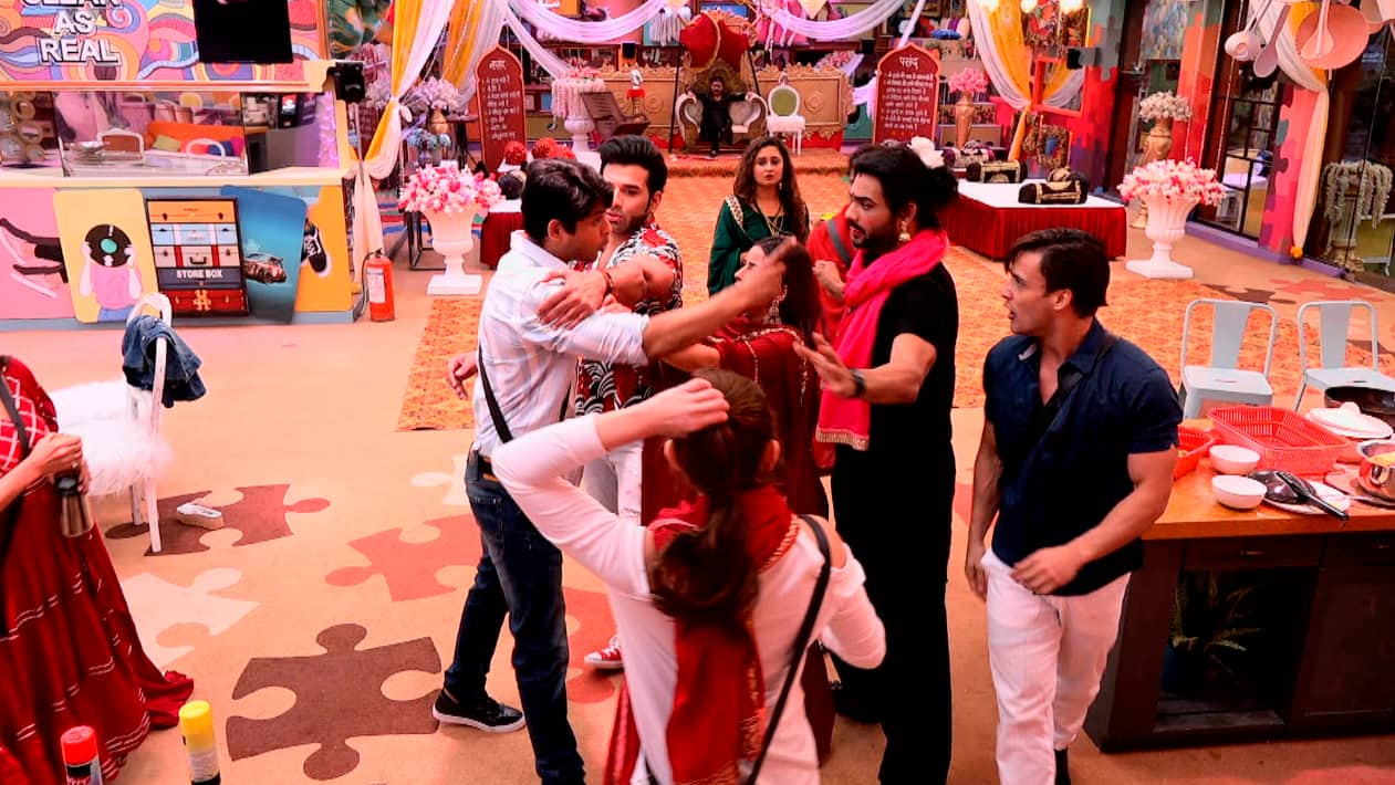 Bigg Boss Day 50: Did You Know? Paras Instigated Siddharth Shukla To Fight Ugly With Asim Riaz, Read On