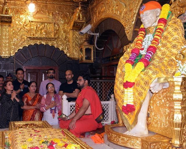 फिल्म मर्दानी 2 के लिए दुआ मांगने साईं बाबा के दरबार पहुंची रानी मुखर्जी हुई भावुक !