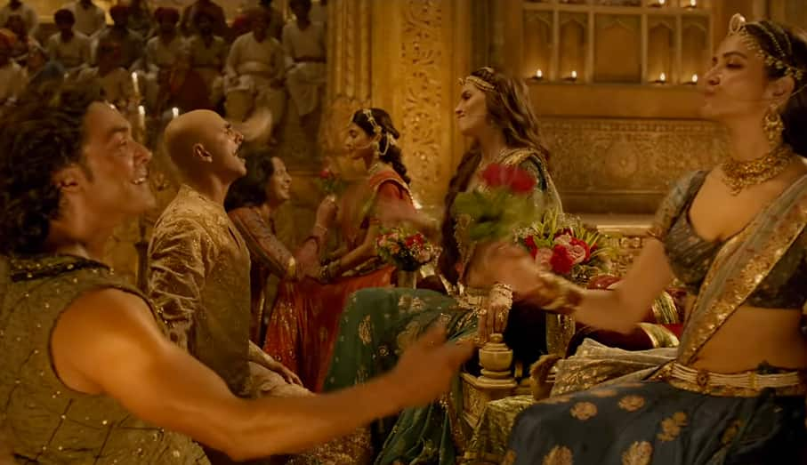 Housefull 4 Chammo Song: Akshay-Kriti's Romance Bloom In This Period Song! Watch Video...