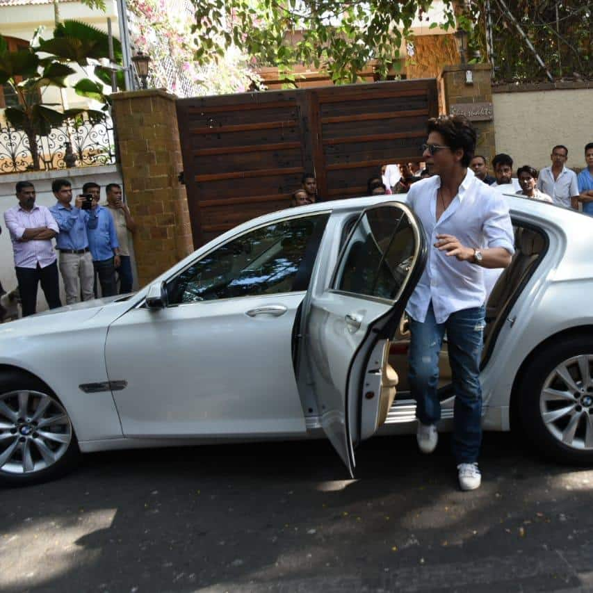 Bollywood Rushes To Ajay Devgn's House To Pay Last Respects To Late Veeru Devgan