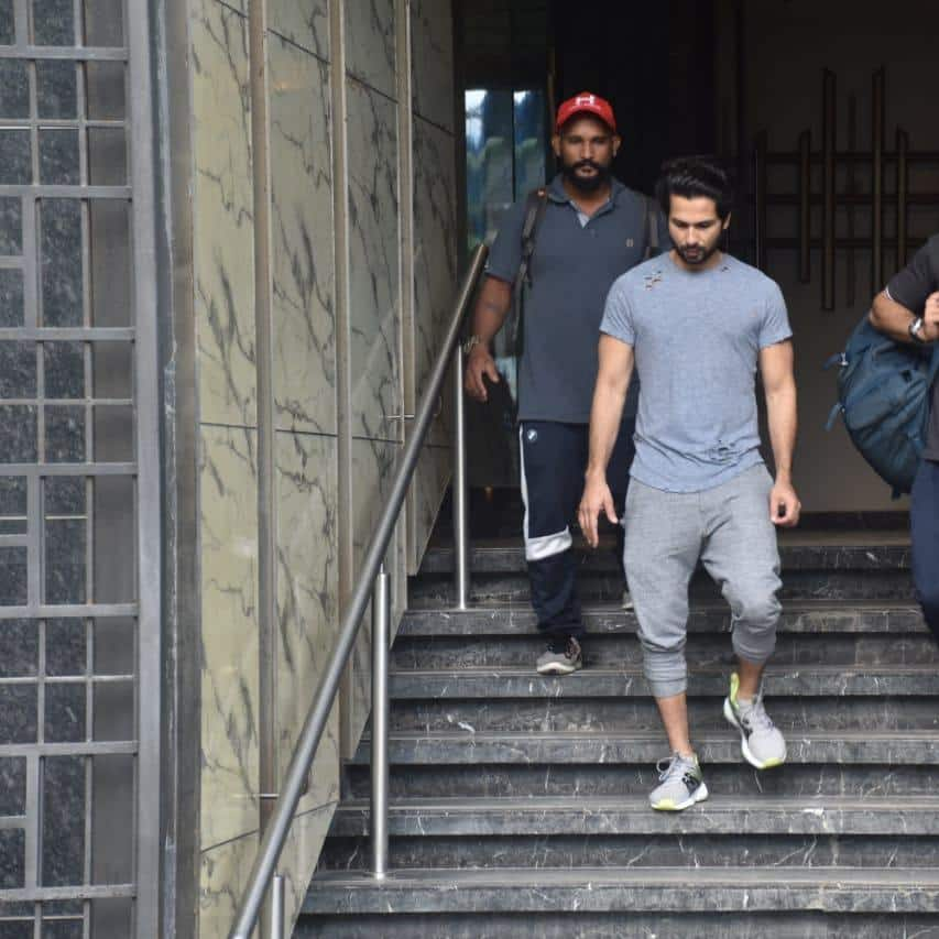 Spotted: Sara And Janhvi Make Heads Turn Outside Pilates Class, Hrithik Promotes War WIth His T-Shirt!