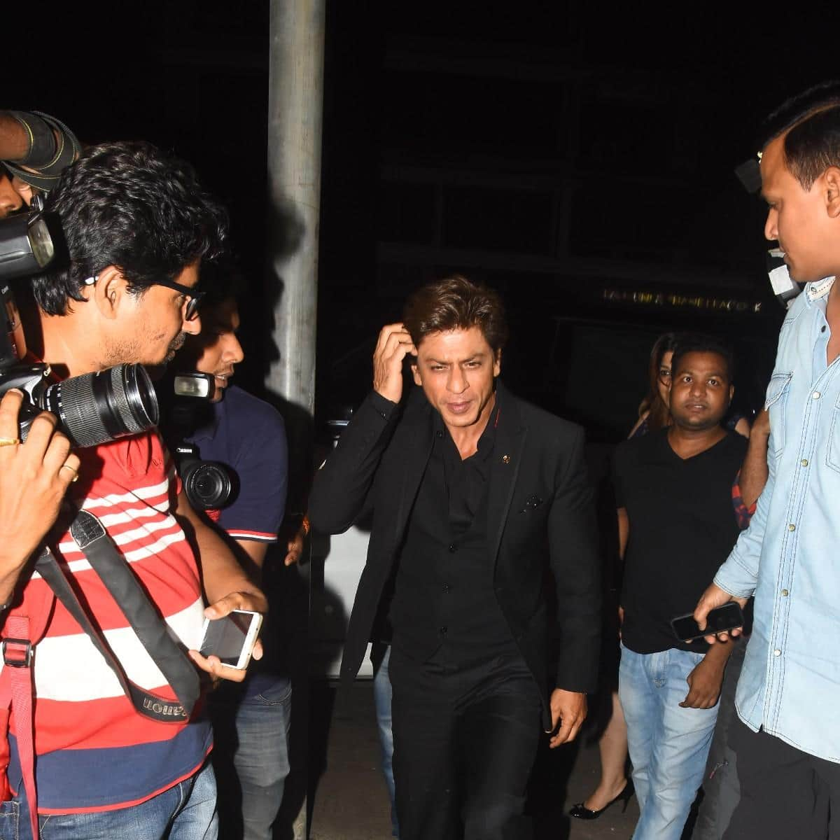 Anand L. Rai Celebrates His Birthday With SRK, Anushka And Other Bollywood Celebs!