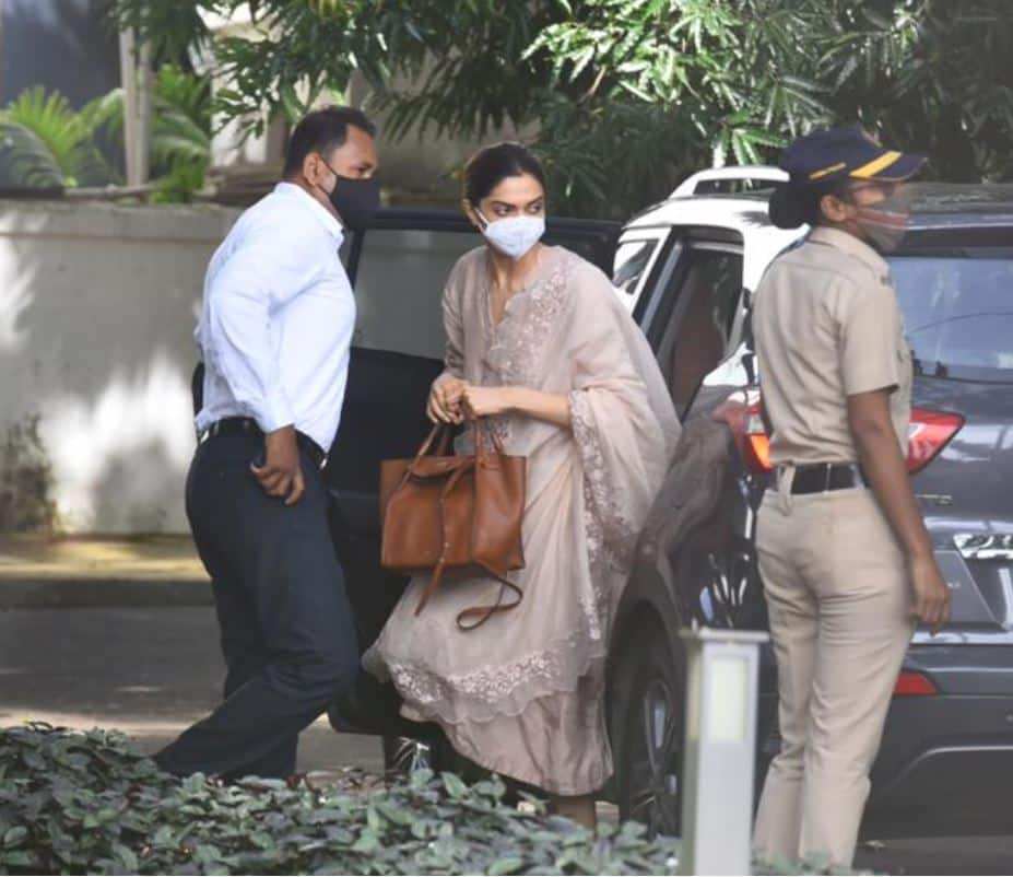 Deepika Padukone Arrives At Narcotics Control Bureau Guesthouse For Questioning, See Pictures...