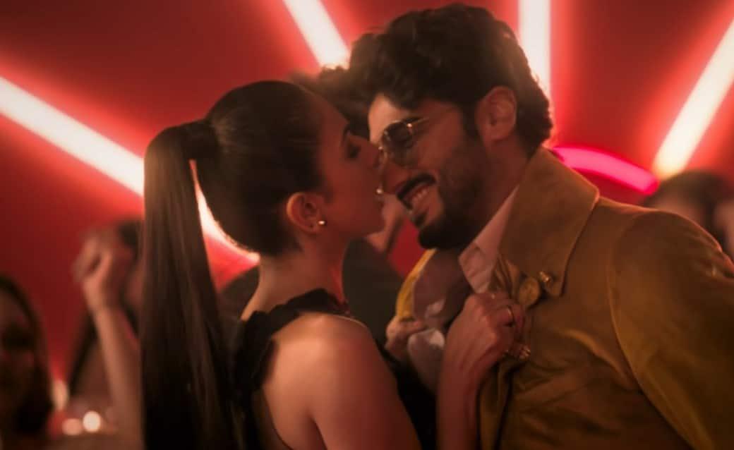 अर्जुन कपूर और रकुल प्रीत सिंह का पहला म्यूजिक वीडियो 'दिल है दीवाना' है मज़ेदार, अलग अंदाज़ में नज़र आये दोनों