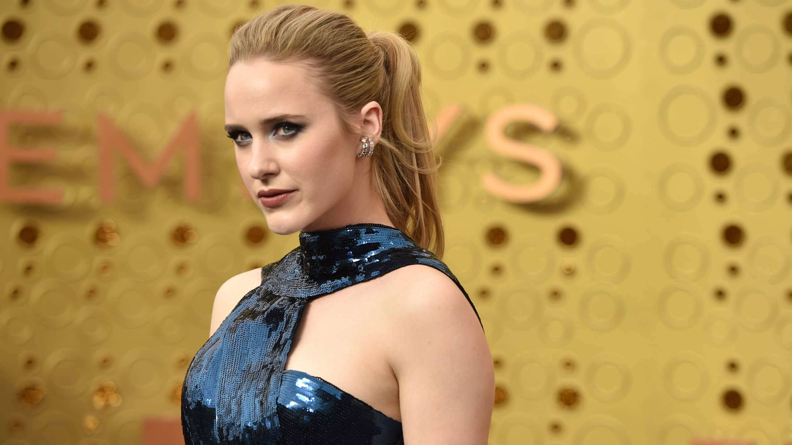Rachel Brosnahan Of Marvelous Mrs. Maisel Fame Has 'Fused Ribs', Thanks To Her Corset!