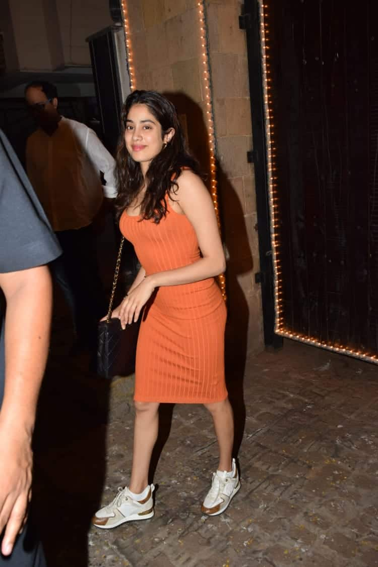 Janhvi Kapoor's Bright And Casual Looks Is Going To Be Your Best Friend For This Season
