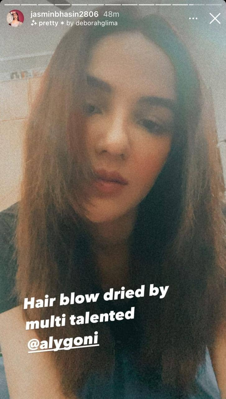 Jasmin Bhasin Refers To Aly Goni As Her New 'Hair Didi' While He Blow-Dries Her Locks; Watch