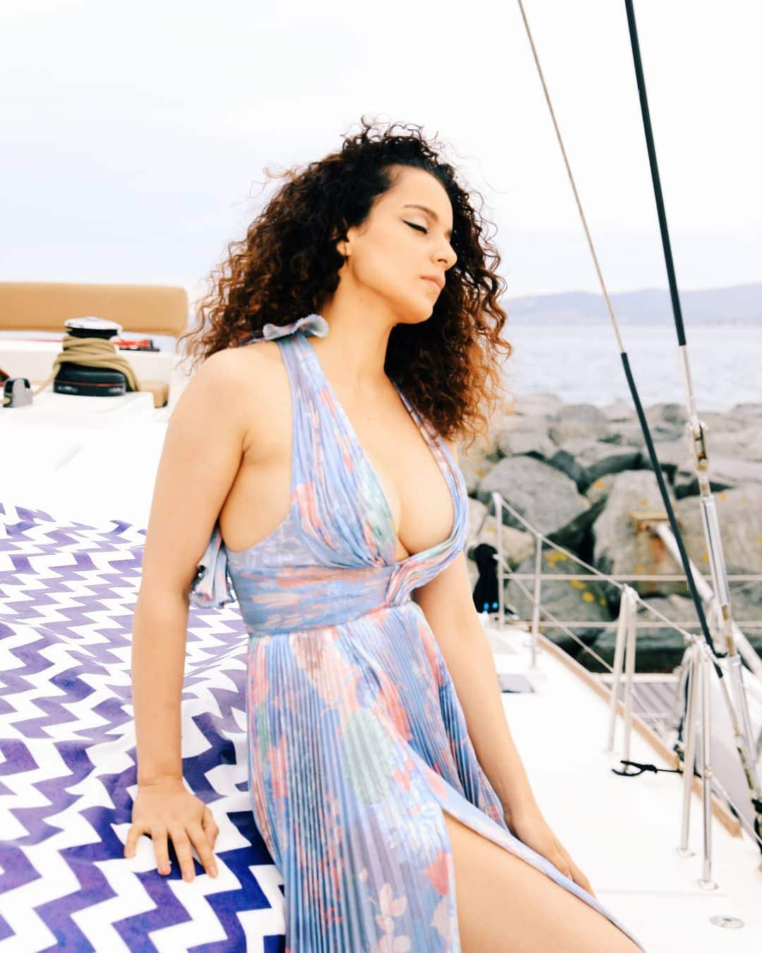 Cannes 2019: फ्लोरल ड्रेस में गज़ब ढा रही हैं कंगना रनौत, स्वैग कर देगा घायल !