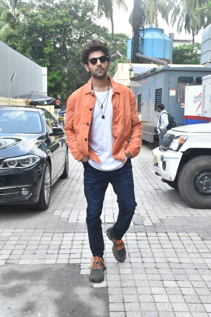 Kartik Aaryan's Super Casual Look Can Totally Be Your First Date Outfit