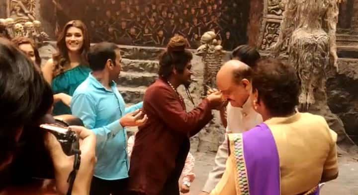 EXCLUSIVE: Actor Nawazuddin SIddique Celebrates His Birthday With Housefull 4 Cast And Crew