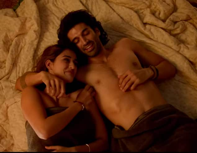 Malang Chal Ghar Chalen Song: Aditya Roy Kapur And Disha Patani's Chemistry Shines In This Heart-Breakingly Beautiful Number
