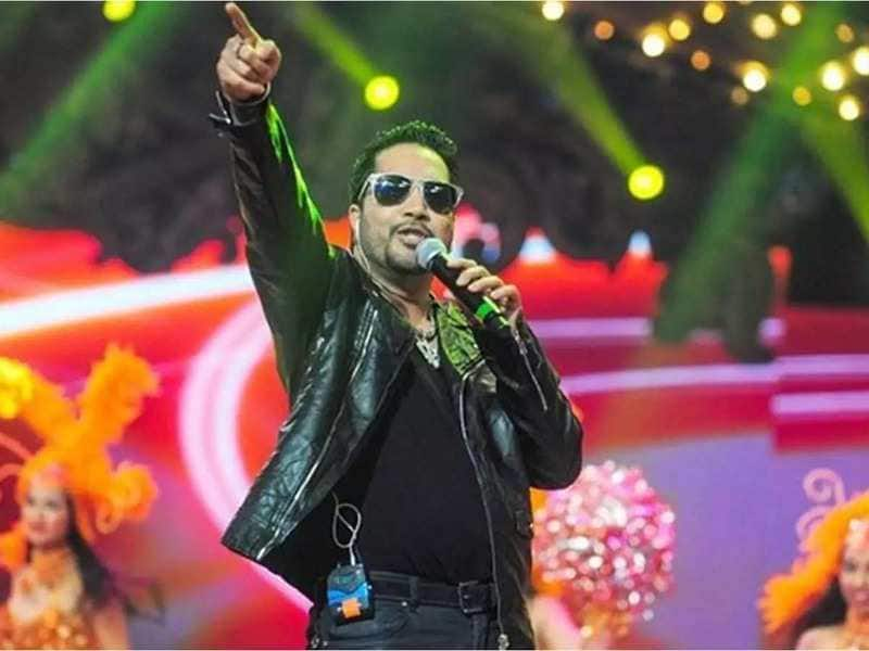 Mika Singh Apologies For Performing In Pakistan Says, 'Went There Because The Decision On Article 370 Has Just Been Taken'