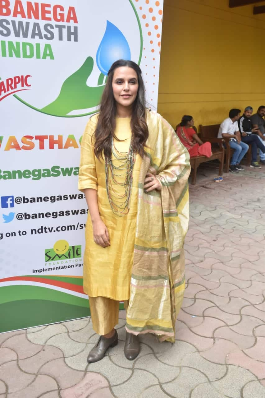 Neha Dhuipa's Regal Look Can Be Go To Casual Ethnic Avatar