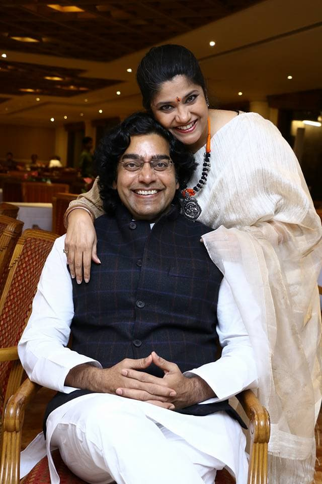 Kapil Sharma Asks Renuka Shahane How She Came To Marry Ashutosh Rana After Seeing Him In Saree In Sangharsh