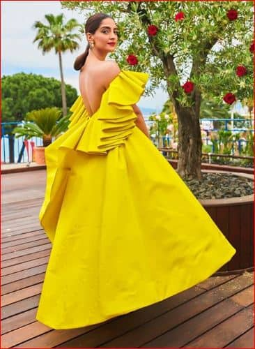 Cannes 2019: Sonam Kapoor Is Little Miss Sunshine In Her Latest Look