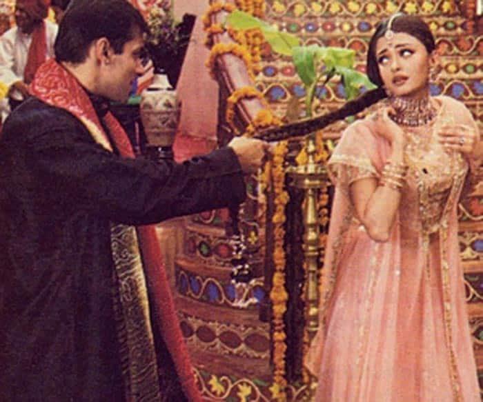 Salman Khan Chops Off Aishwarya Rai In This Throwback Picture From Hum Dil De Chuke Sanam