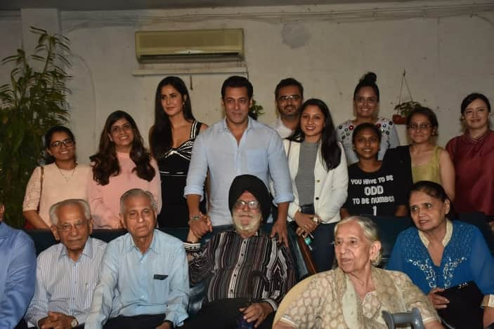 Salman Khan And Katrina Kaif Meet The Families That Witnessed The 1947 Partition At A Special Screening Of Bharat
