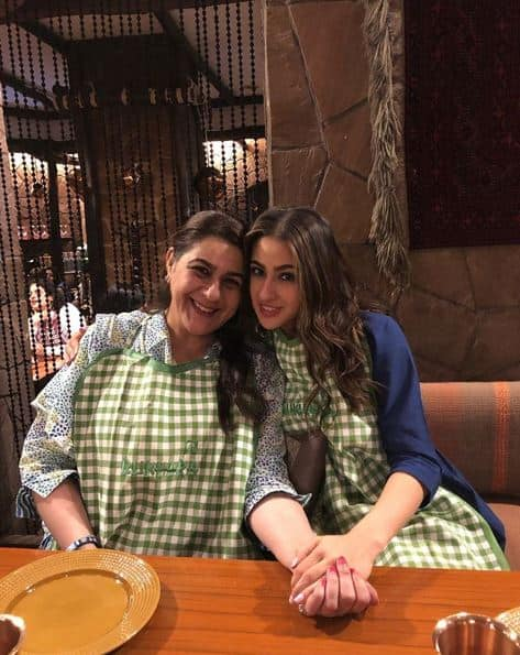 Sara Ali Khan Opts For A Cheat Day With Mom Amrita Singh Who Sat Hiding Her Face In Front Of A Giant Dosa; Watch Video