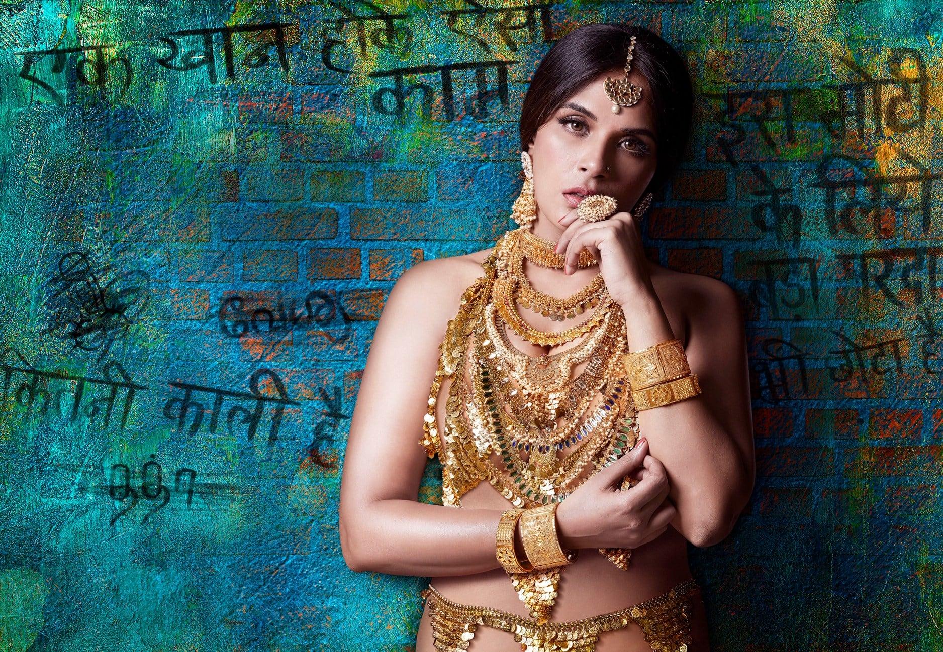 सिल्क स्मिता से प्रेरित है ऋचा चड्ढा की फिल्म 'शकीला' का पहला लुक !