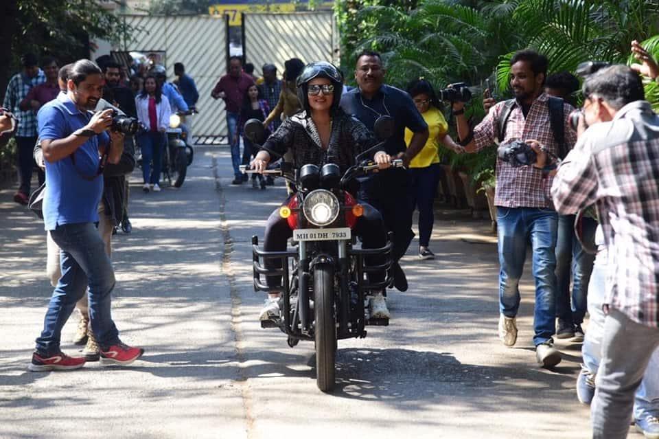 Sonakshi Sinha Flaunts Her New Bike Riding Skills As She Drives To Shoot For Kareena Kapoor's Show