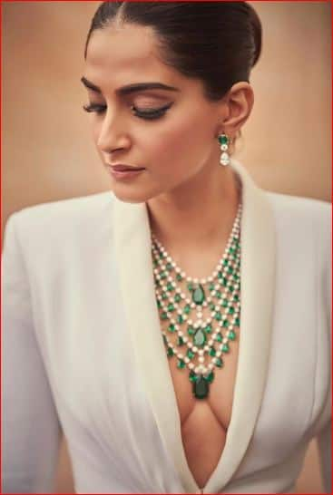 Cannes 2019: Sonam Kapoor Is All About Understated Drama For Her First Red Carpet Look