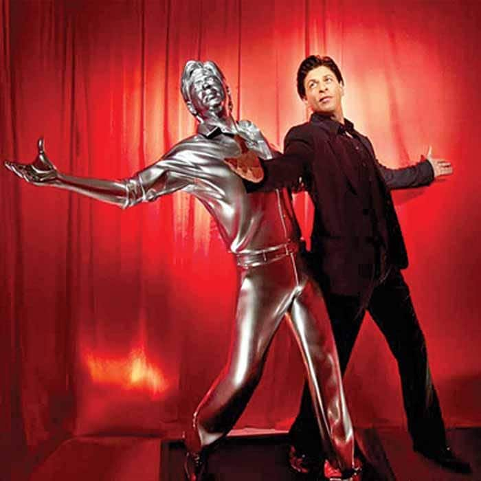 5 Crazy Fans Of Shah Rukh Khan Who'll Burst Your Bubble!